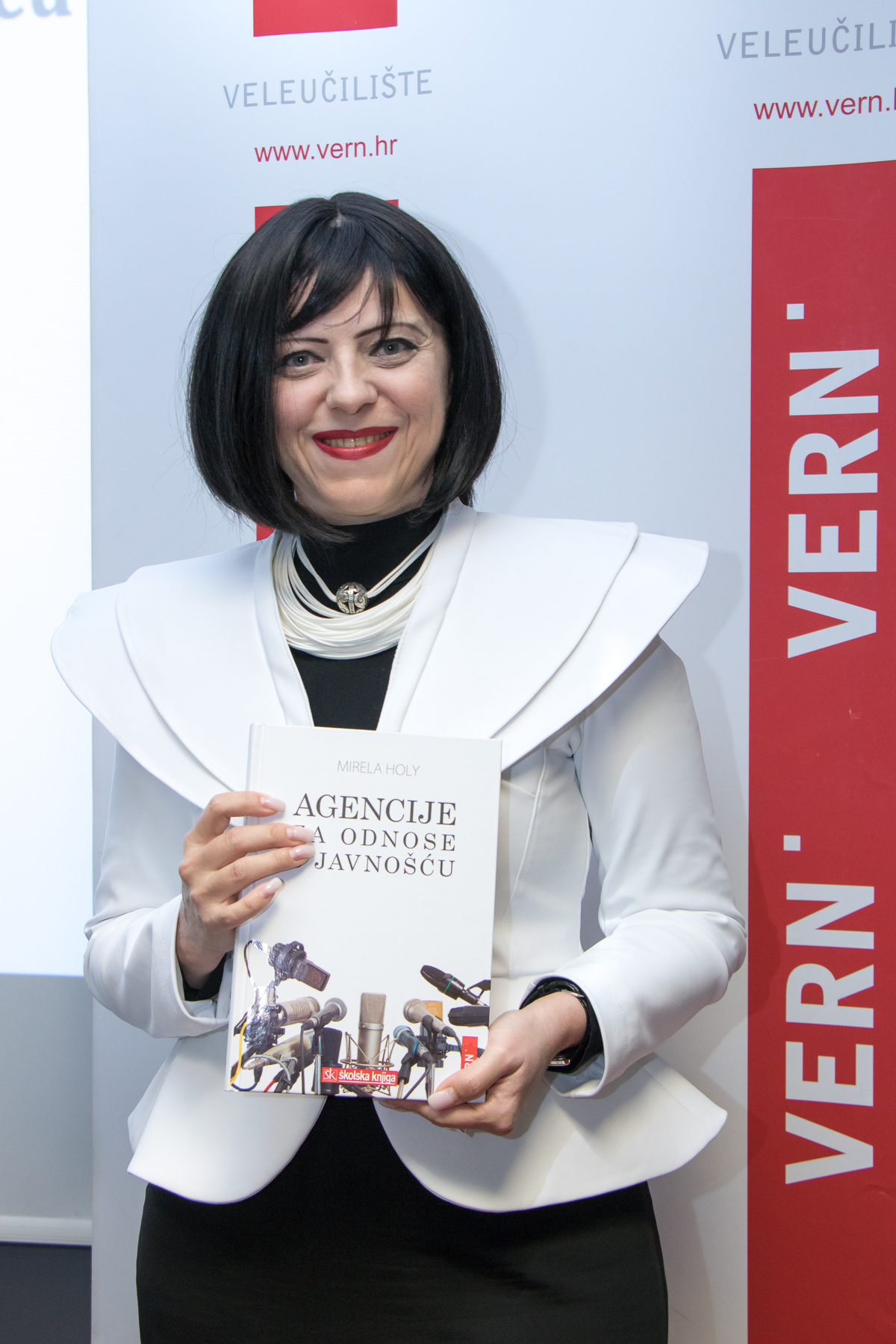 Promocija-knjige-Agencije-za-odnose-s-javnošću-Mirela-Holy-4-foto-Petar-Vučetić